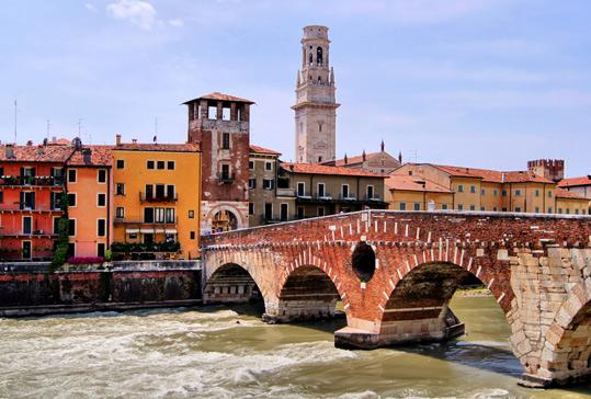 Welcome office. Organizza il tuo soggiorno a Verona