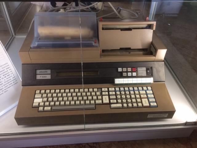 Computer integrato ad elettronica discreta Olivetti _P6060_ (1975)